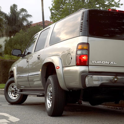 2003 GMC Yukon XL with Quadrasteer