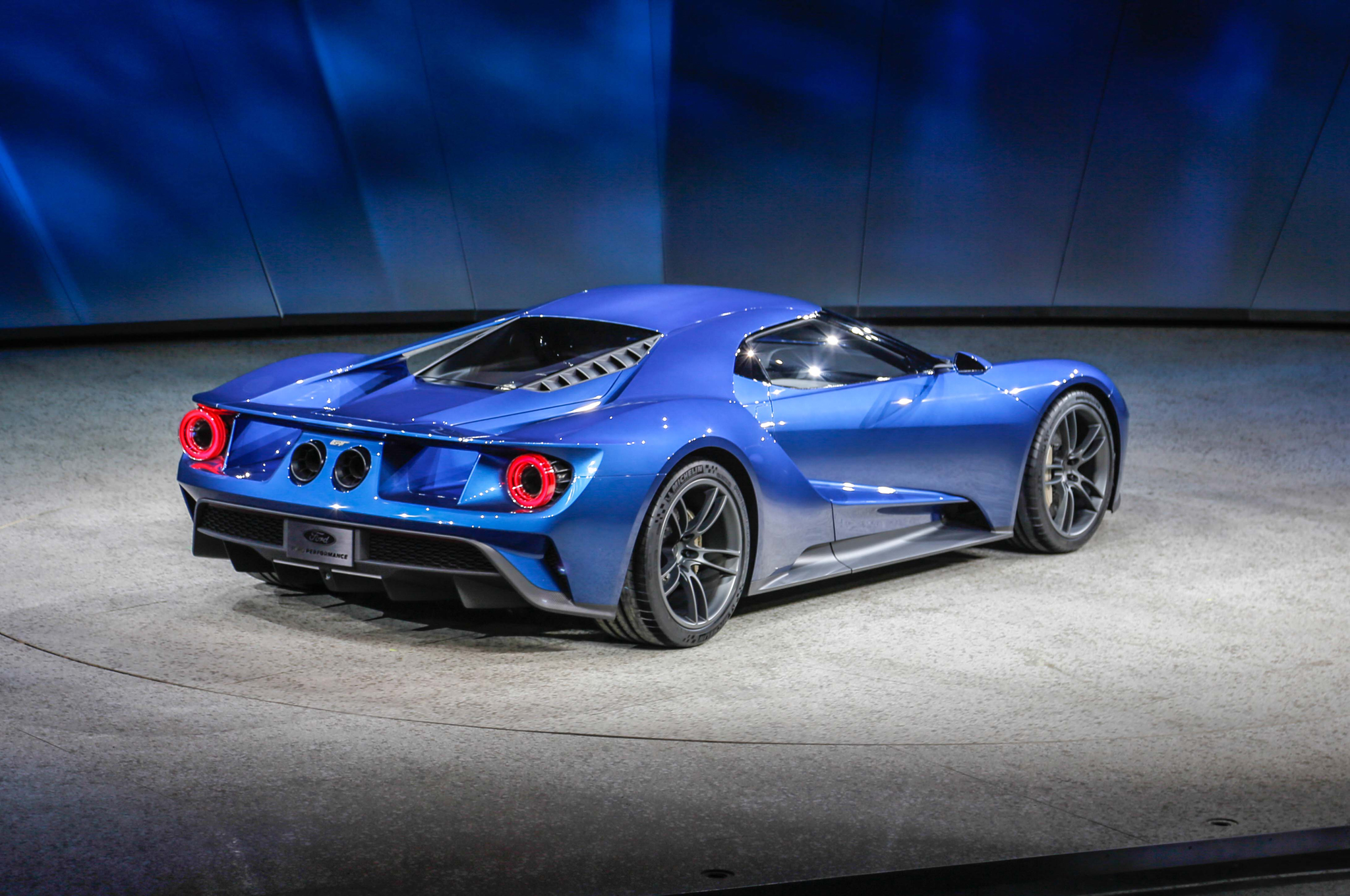 All New Ford GT Supercar Debuts in Detroit