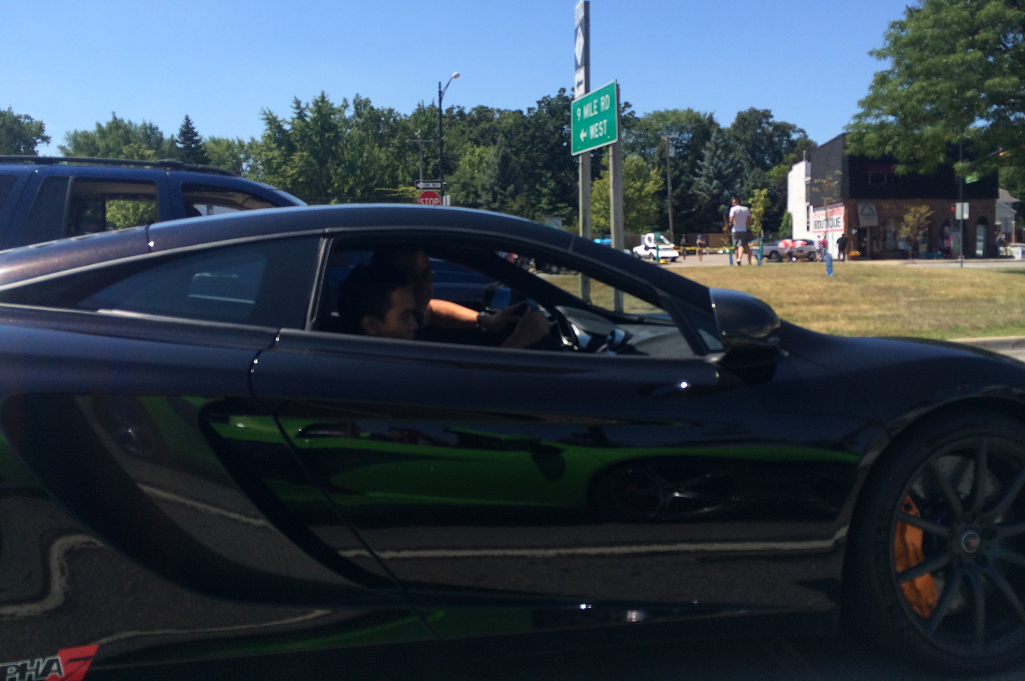 Note reflection of our green 650S.