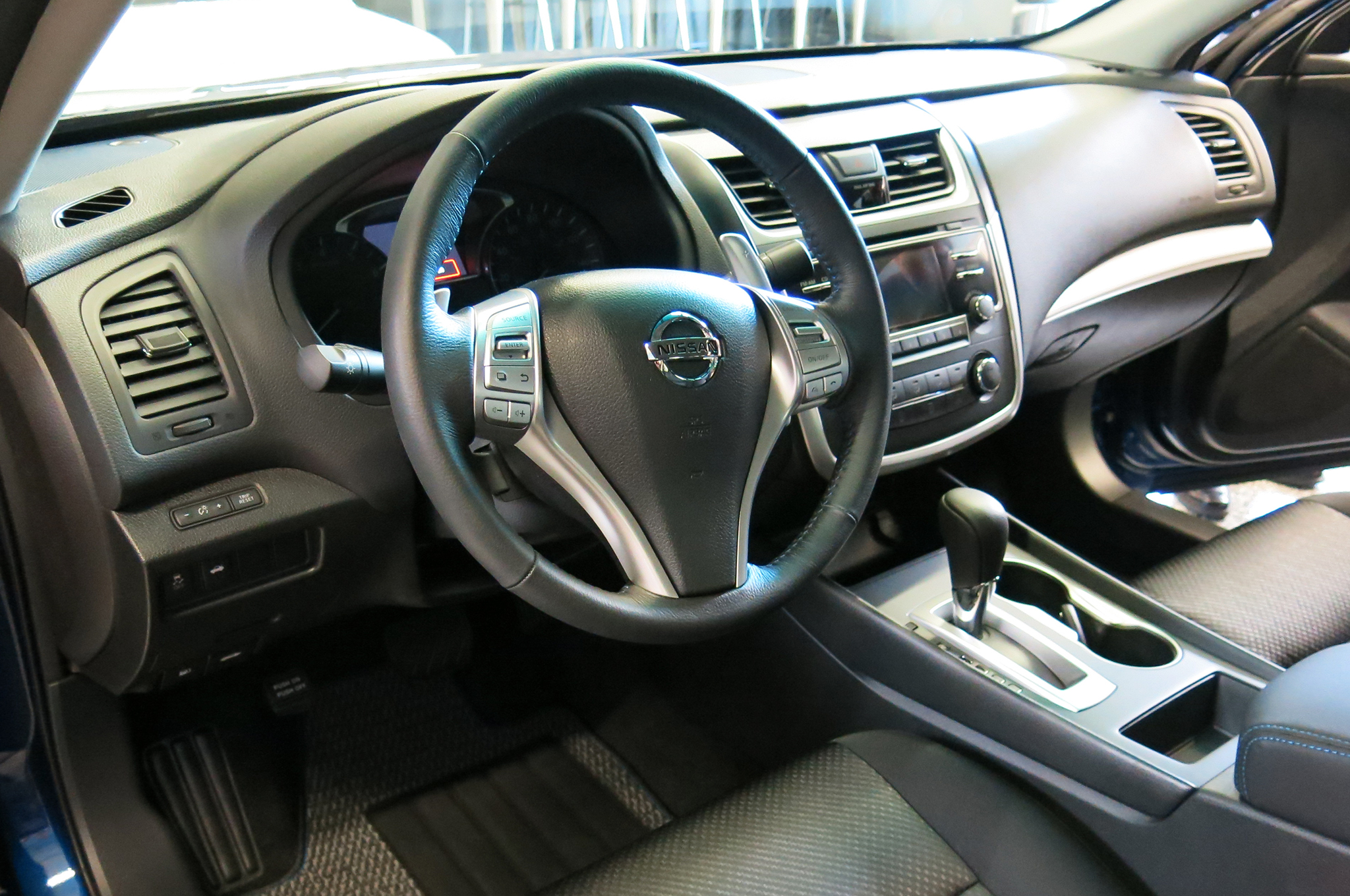 5 things to know about the 2016 nissan altima. Black Bedroom Furniture Sets. Home Design Ideas