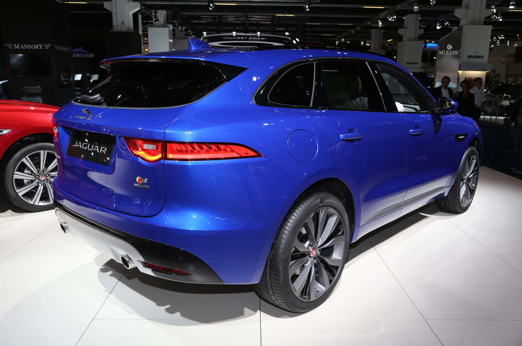 6 reasons to wait for the 2017 jaguar f-pace