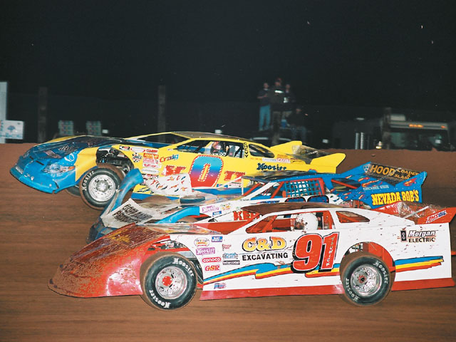 Here is some three-wide Late Model action at Proctor. Dan Yaunick (91), Don Copp (22), and Craig Scott (0) go for a spot.