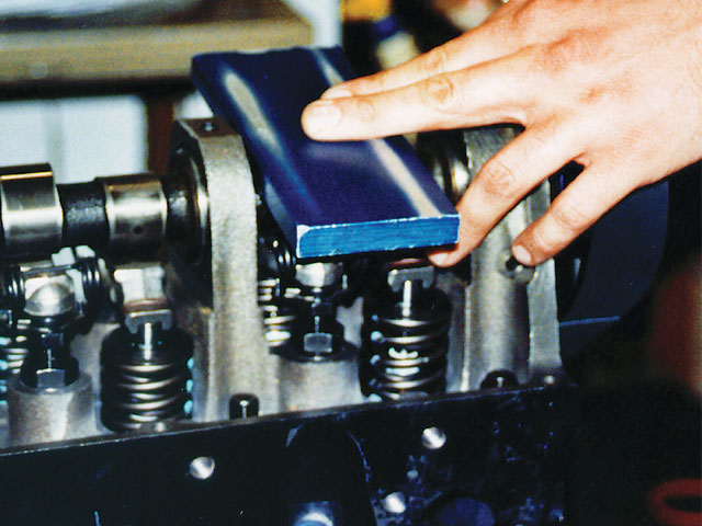 The E Bar method has been developed by Esslinger Engineering to assist in degreeing the cam.
