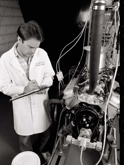 GM's Mark McPhail oversees a combustion analysis of a crate engine in 1992.