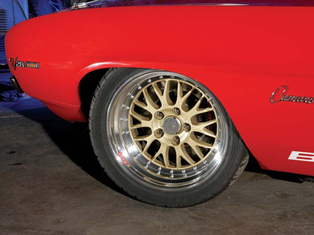 Monstrous BBS wheels carry equally huge 335/30ZR-18 Goodyear street tires. Tire clearance is possible with no front wheelwells and tubs in the rear.