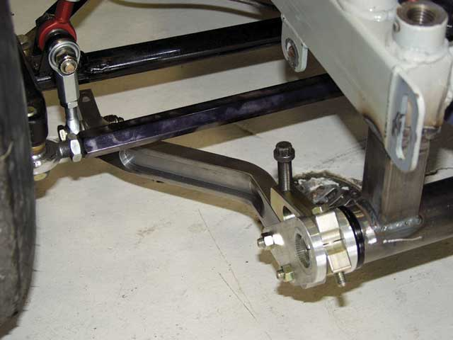 A NASCAR, or splined, three-piece style sway bar is a much-improvedcomponent to use to reduce chassis roll. When properly installed, it canreduce friction and binding in the suspension and provide moreadjustment and choices of bar stiffness.