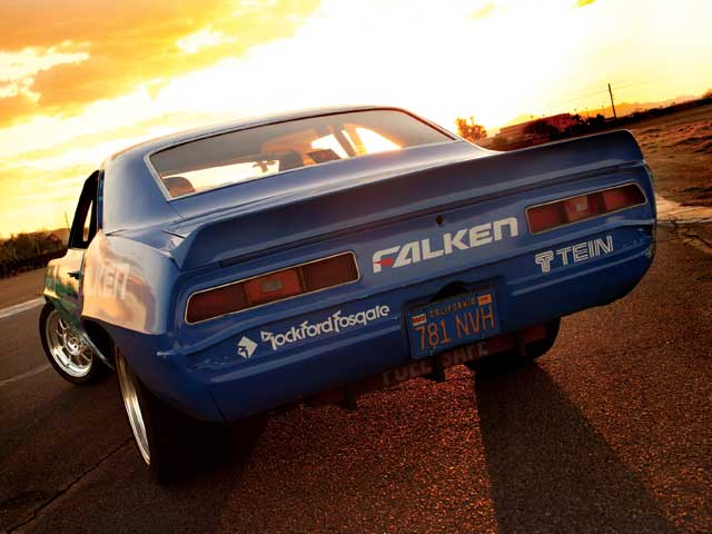 Primary sponsor Falken required the car to be painted in its company colors or blue and lime green.