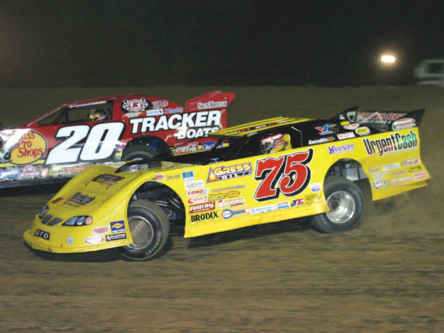 Woo Late Model Competitor Bart Hartman (75) dukes it out with Nextel Cup regular Tony Stewart (20) in a heat race event at KC Speedway for the 2006 Dirt Track World Championship.