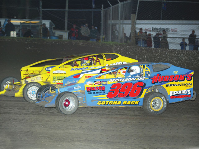 Dirt Big-Blocks are known for their great side-by-side racing action.