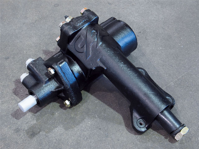 The 500 Series steering box from CPP is similar to the GM 605, but features a one-piece housing and 14:1 steering ratio. It is also available in chrome.