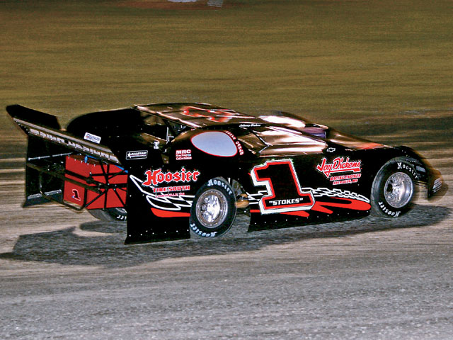 This dirt Late Model car is very neutral in handling. Note that the front wheels are pointed straight ahead and the car is mostly in line with the direction of travel.