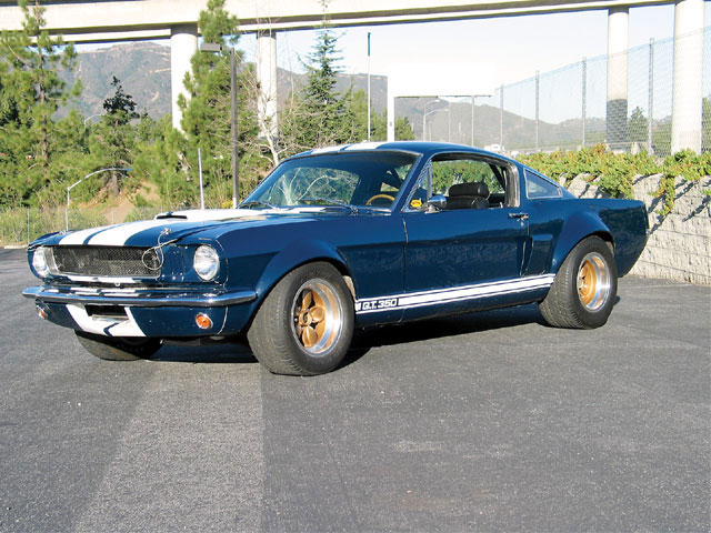 In 1966, Hertz bought 1,000 Shelby Mustangs for the Hertz Sports Car Club.