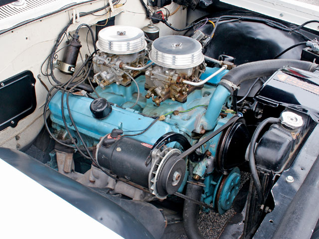 The 421-SD engine generated over 400 hp and featured two 500-cfm Carter AFB carburetors, an aluminum intake manifold, purpose-designed cylinder heads, a higher-lift camshaft with 1.65 rockers, and exhaust manifolds that rivaled the performance of tubular headers.