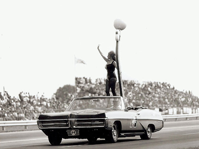 The greatest of America's trophy queens, Linda Vaughn, joined forces with George Hurst as Miss Hurst Golden Shifter in 1966.