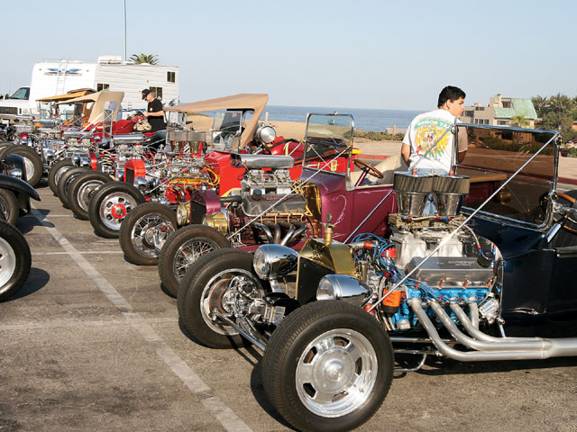 The morning of the 101 Fun Run begins at Moonlight Beach in Encinitas (the same location used for the yearly Wavecrest woodie event). A group of Ts lined up and ready to go always looks great.