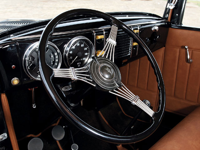 The '40 dash is pretty for sure, but with the way this '39 looks and fits in this particular car, it's a bit of a wonder why it wasn't just as-if not more-popular. Like the dash, the steering wheel is a banjo from the same year.