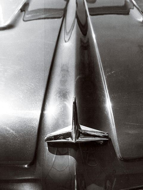 A unique, three-blade ornament was located at the front of the hood centerline. The addition of this ornament is puzzling for 1962, since it's more like a throwback to the excess chrome of GM cars of the late 1950s.