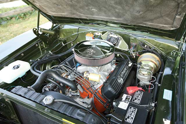 No high-buck exotica here, just a well-built 440 sporting a Street Demon and an Edelbrock Performer RPM intake under the chrome air cleaner.