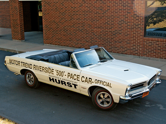 Hurst chose to introduce the world to his new wheels by bolting them to the Motor Trend Riverside 500 pace car, a 1965 GTO convertible. Dan Gurney won the race and was awarded the pace car by George Hurst.