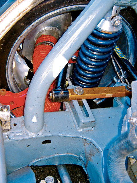 Don designed and built the front suspension himself with custom braking ducts, Aldan Eagle shocks and Hyperco 600 lb-rate springs.
