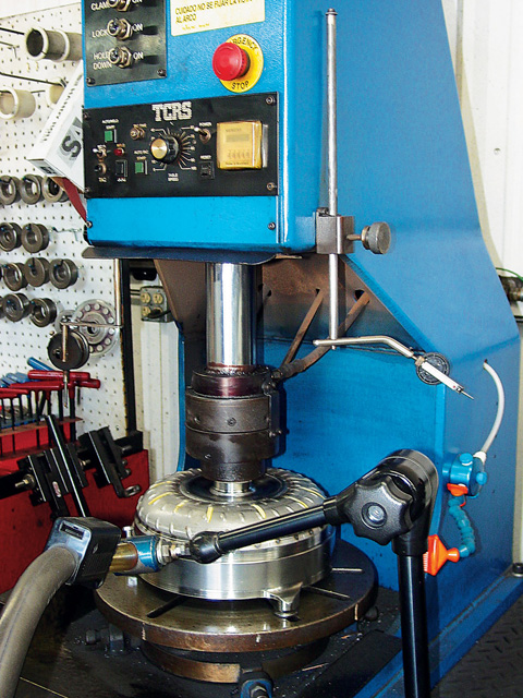 This automated converter welder positions both converter covers for perfect alignment while being welded together. This machine also holds critical endplay tolerances during this operation.