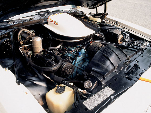 Pontiac's 200-horse W72 T/A 400 engine in the Can Am featured the same specs as the Trans Am: Q-jet carb, No. 6X heads with 2.11/1.66-inch valves, a 274/298-degrees duration cam with 0.364/0.364-inch lift., 1.5-stamped steel rockers, and an 8:1 compression ratio.