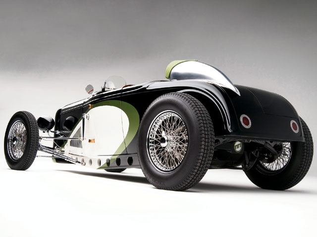 Dayton wire wheels are used at the corners with the fronts at 19x3.5 mounted with 19x5.50 Excelsior racing tires. The rears are 20x5.0 with 20x7.00 skins.