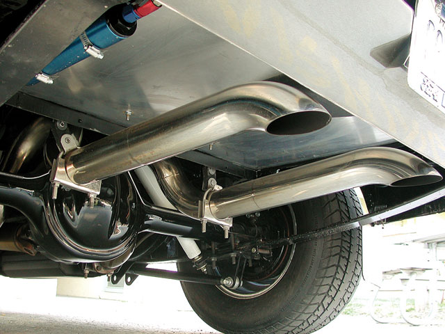 This view illustrates that the attention to detail extends to theundercarriage. The stock gas tank has been removed, and a truck-mountedJAZ 16-gallon fuel cell takes its place, leaving room for 3-inchtailpipes.