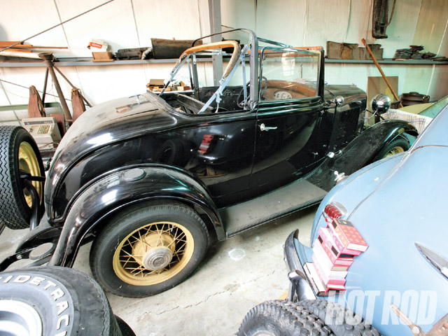Mr. 32 in Tulsa, Oklahoma, began the restoration of this '32 Ford cabriolet.
