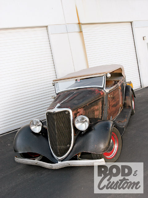Here's our subject vehicle, Jules Engoren's much-traveled and road-worn '34 phaeton. Throughout the following pictures bear in mind this is an older, homebuilt hot rod and not some pristine show car!