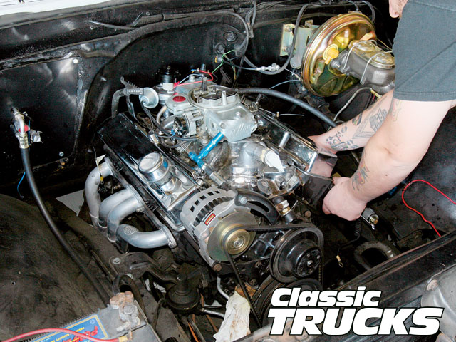 0906clt_02_z-1972_chevy_c10_ls1_engine_install-radiator_removal  Chevy Swap Wiring Diagram on