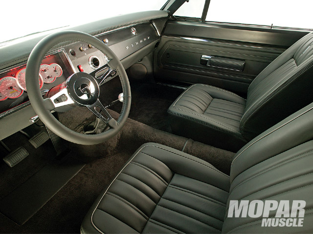 Combination of new-tech hardware and musclecar-era style defines Hammer's cabin. Steering wheel is a billet-and-wood LeCarra item on a Flaming River tilt steering column.