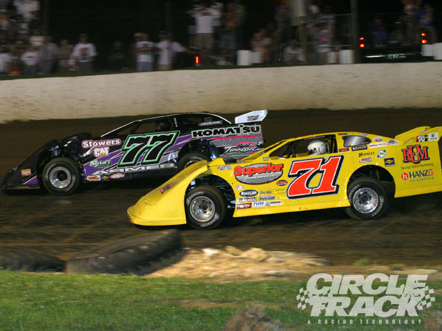 The race for the early lead between Don O'Neal (71) and Joe Armes (77) at Florence during the North South 100