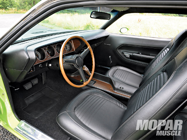 The completely stock interior was immaculately restored by Chris and his friend Mauro.