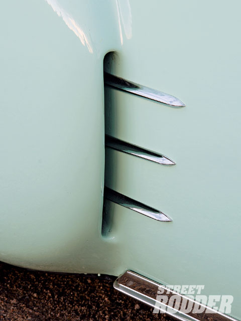Scooped rear fenders with stainless teeth are a cool traditional touch.