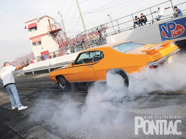 HPP Pavement Pounder's Shootout alumna Emily Wilson is smokin' the hides of the family's '70 GTO as husband Mike provides direction.