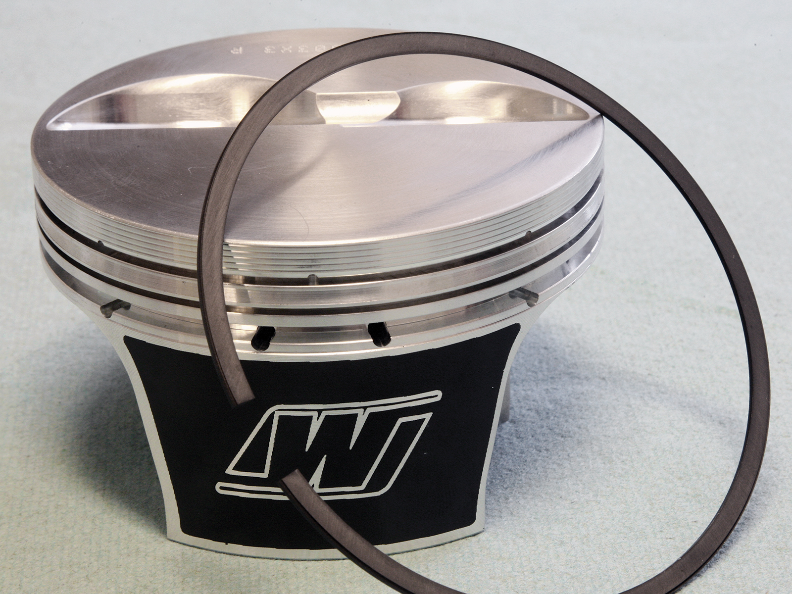[4] Pistons are Wiseco forged aluminum flat-tops. Wiseco calls these its Max 23 pistons, and they feature a strutted slipper skirt and short 2.250 wrist pin for excellent strength with light weight.