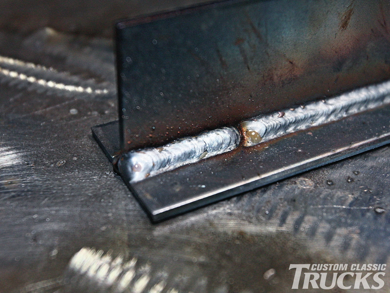 7. The amount of electrode stickout when making fillet welds can affect the penetration and weld shape.