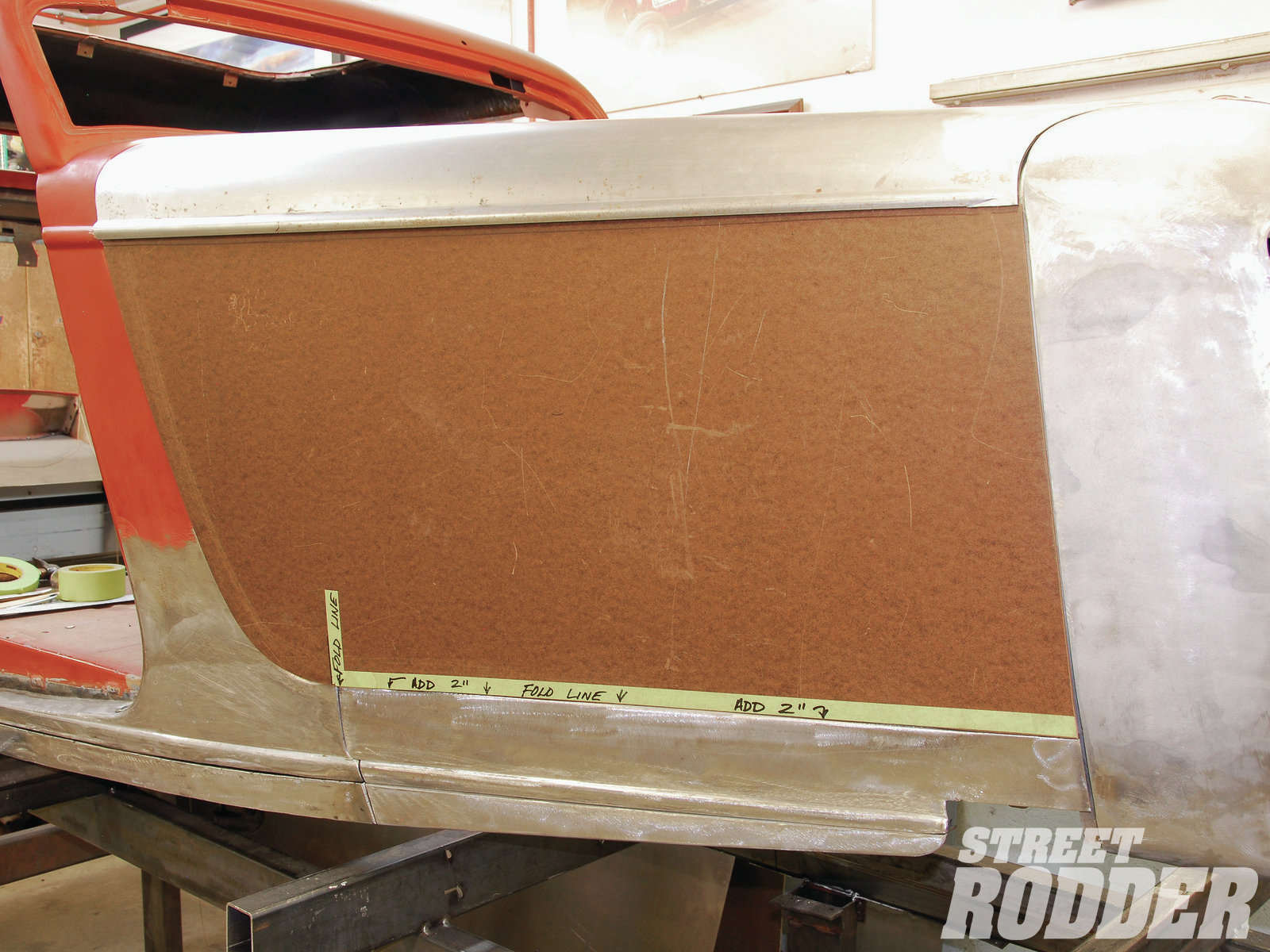 14| From an additional angle you can see just how well the Masonite hood side fits to the frontend sheetmetal.