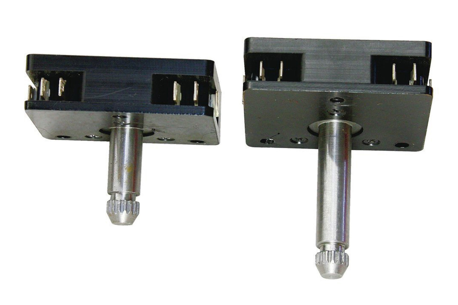 2. The power crank switches are available in two different shaft lengths for post-1950 GM vehicles: 15⁄16-inch and 21⁄8-inch. For the Ford guys, Electric-Life offers a switch that accepts post-1950 splined handles as well as a universal square splined switch for those early applications.