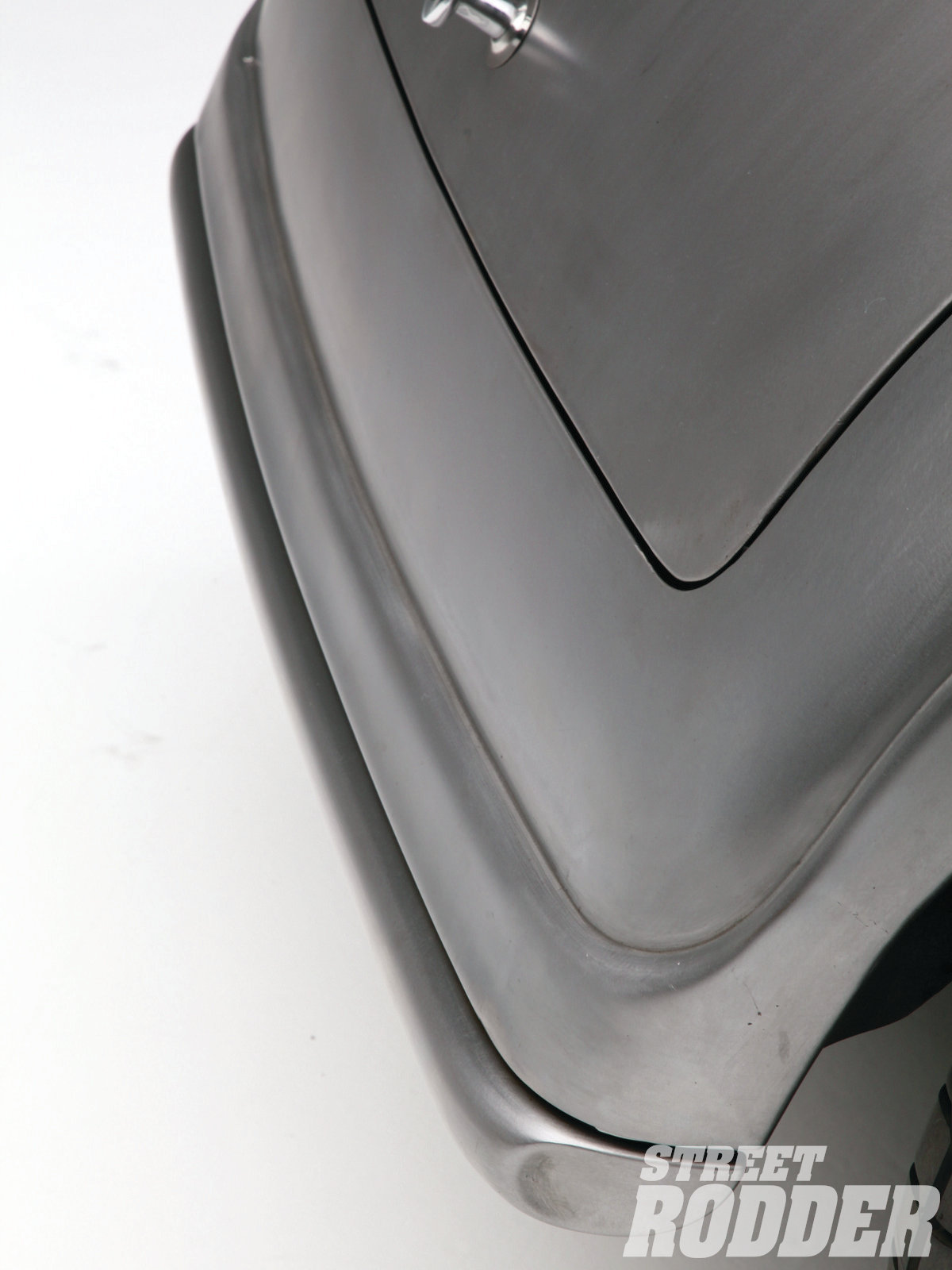 18| Another neat item on the coupe is the rear nerf bar, which tucks in close and flows in the same shape as the rear apron, giving the appearance of a roll pan.