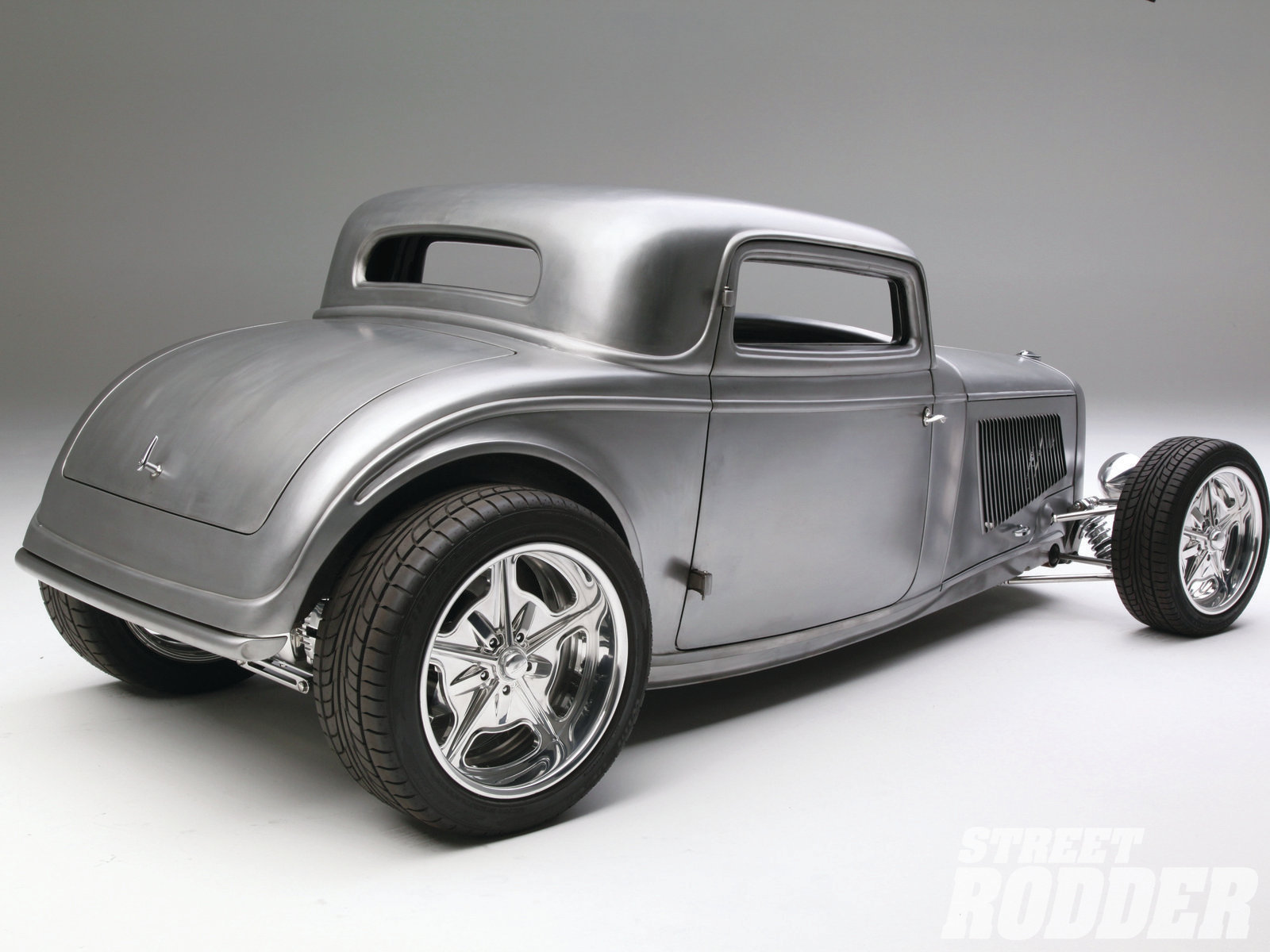 21| Warren's coupe is a combination of both '32 and '33 Ford styling cues, and Walden Speed Shop was able to expertly blend the two looks together into one impressive design.
