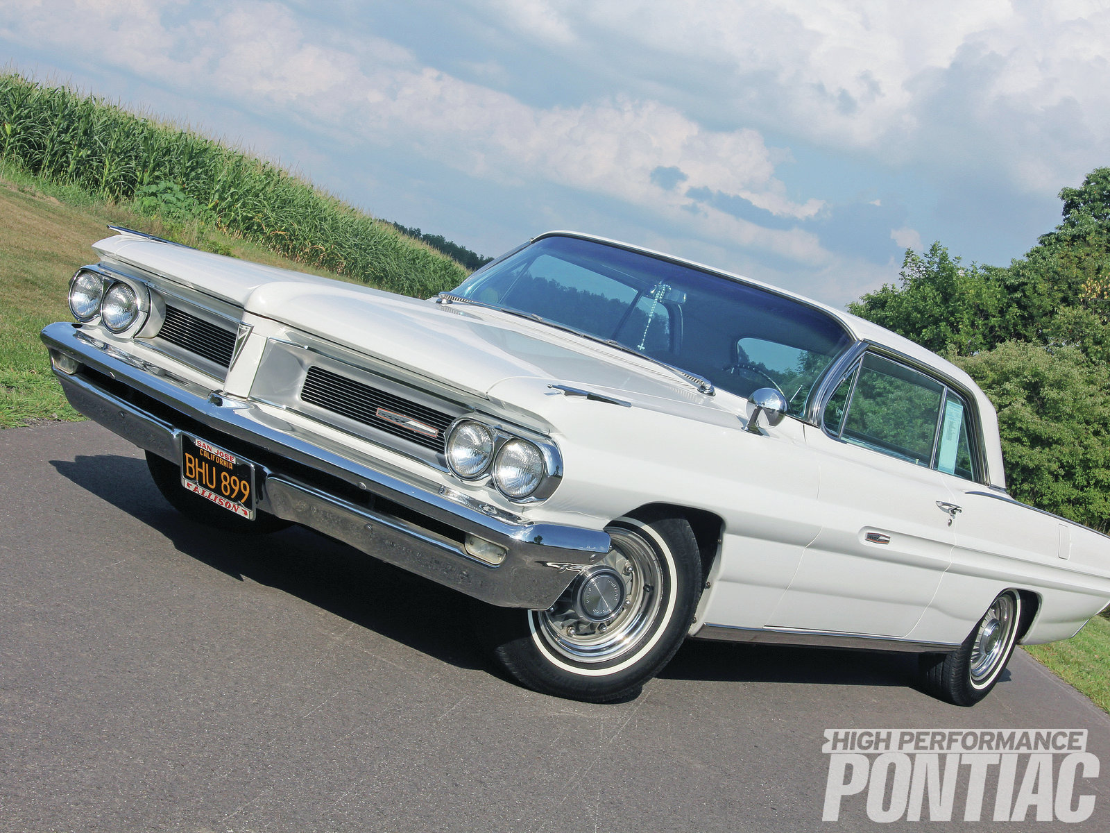 """Unlike the rest of the full-size '62 Pontiac lineup, the Grand Prix's bodysides do not feature a beltline molding. The effect may have made it more vulnerable in parking lots, but it really cleaned up the car's flanks, giving it a """"factory custom"""" look."""