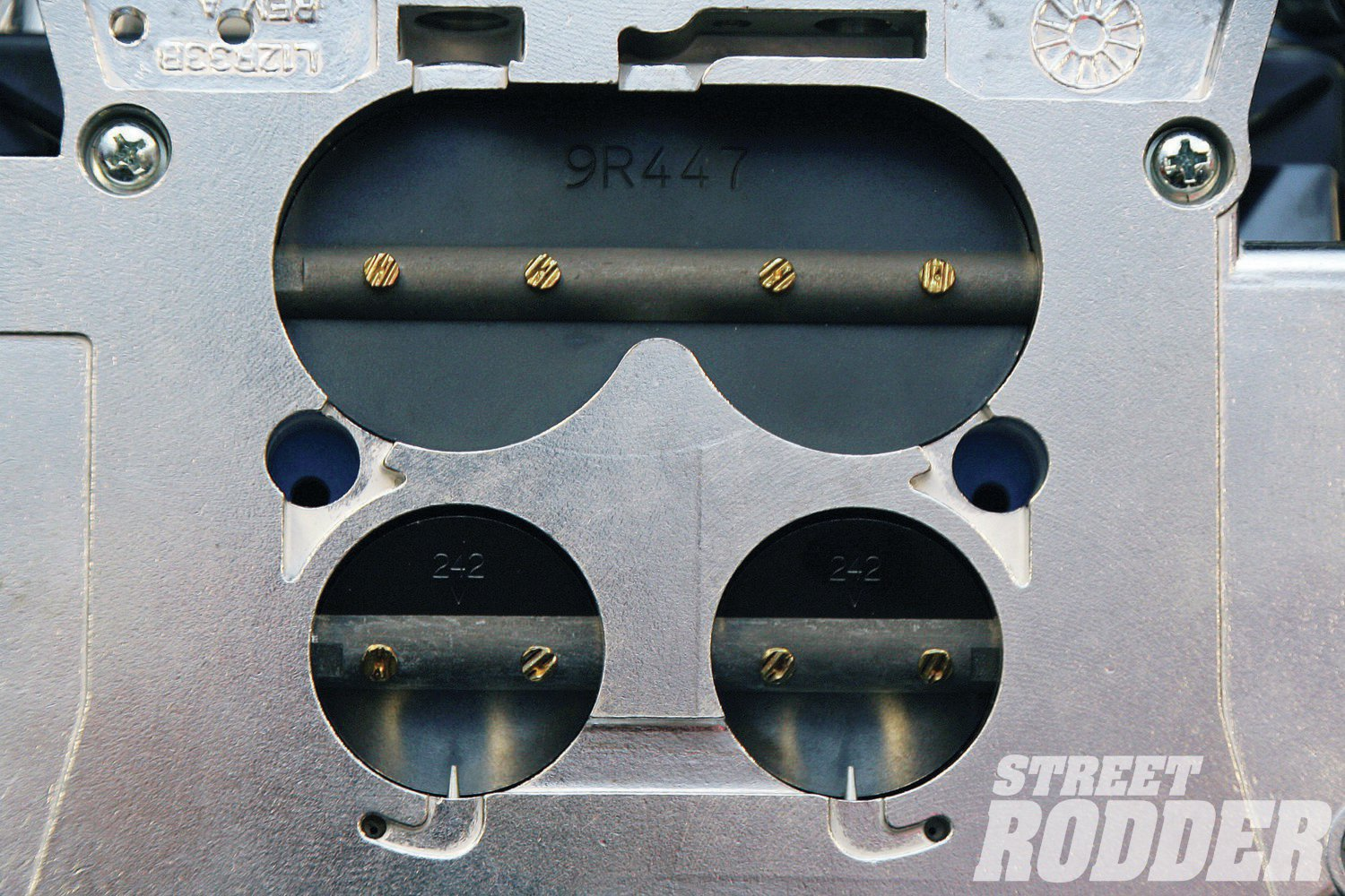 "The most obvious feature of the Street Demon is the three-barrel design. Demon calls that third barrel the ""Goggle Valve Secondary"", due to its eye-goggle shape."