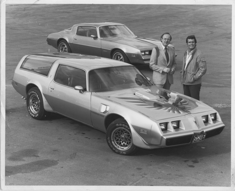 Photograph courtesy of Vista Group James Garner poses with [Pontiac's west coast PR agency] Vista Group owner Eric Dahlquist, The Rockford Files '78 Firebird, and the Pontiac experimental Kammback Trans Am.