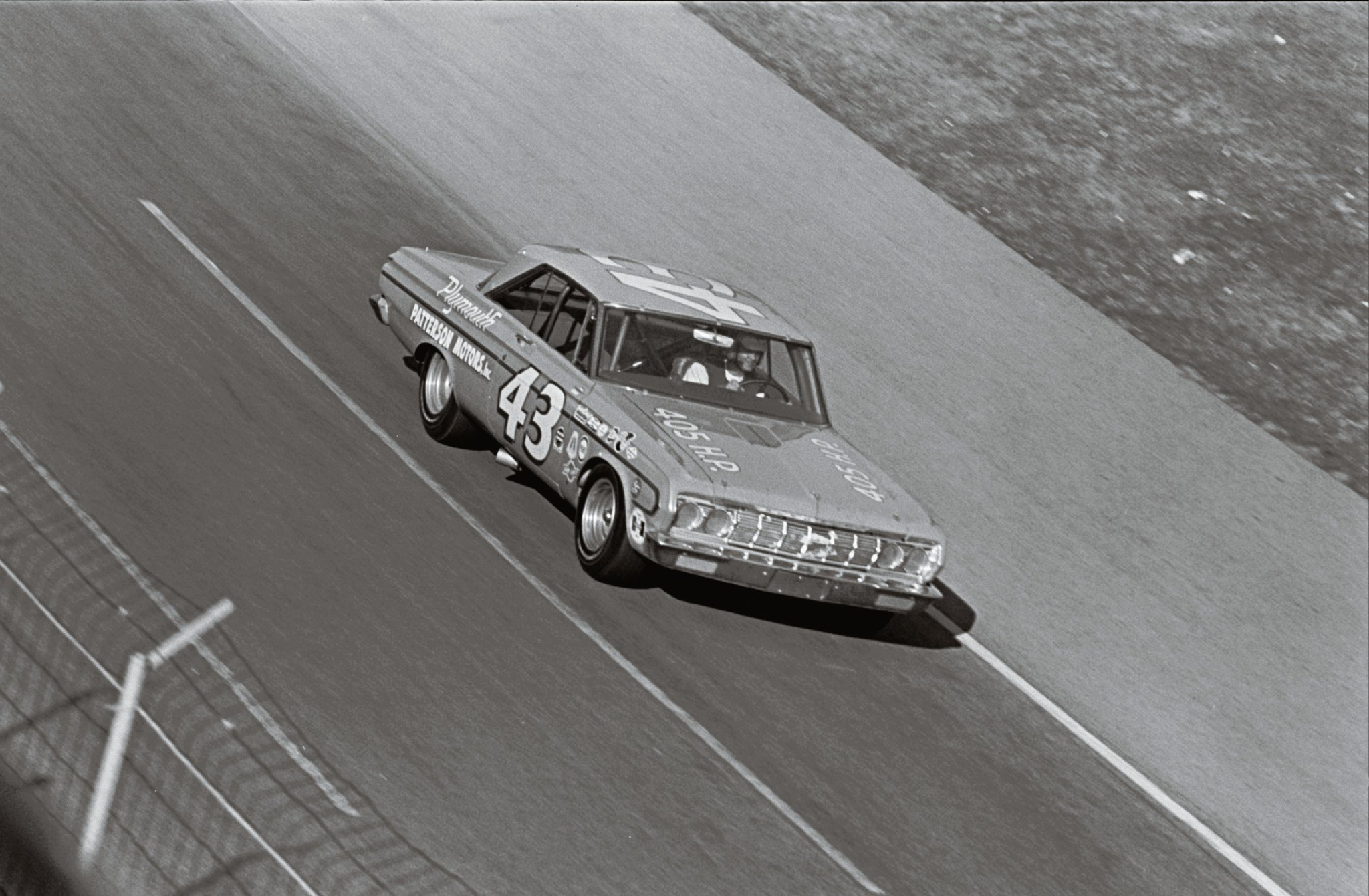 Brilliant driver, great pit crew, and superior engineering teamed up to bring about Richard Petty's dominance and ultimate victory at the '64 Daytona 500. Petty continued his winning ways during the '64 NASCAR season to eventually earn the '64 Grand National Championship.