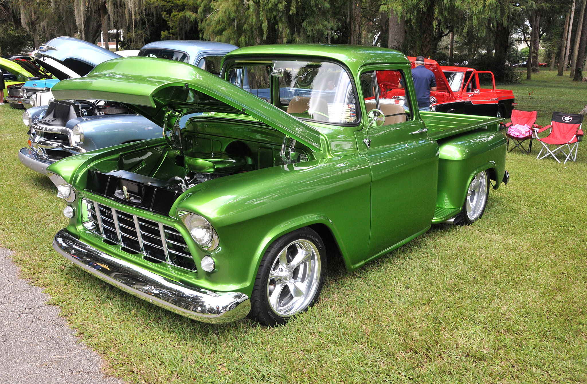 Running a 383 stroker under the hood, this gorgeous, full custom '55 Chevy pickup is owned by Michael Bigelow. The truck won its class.