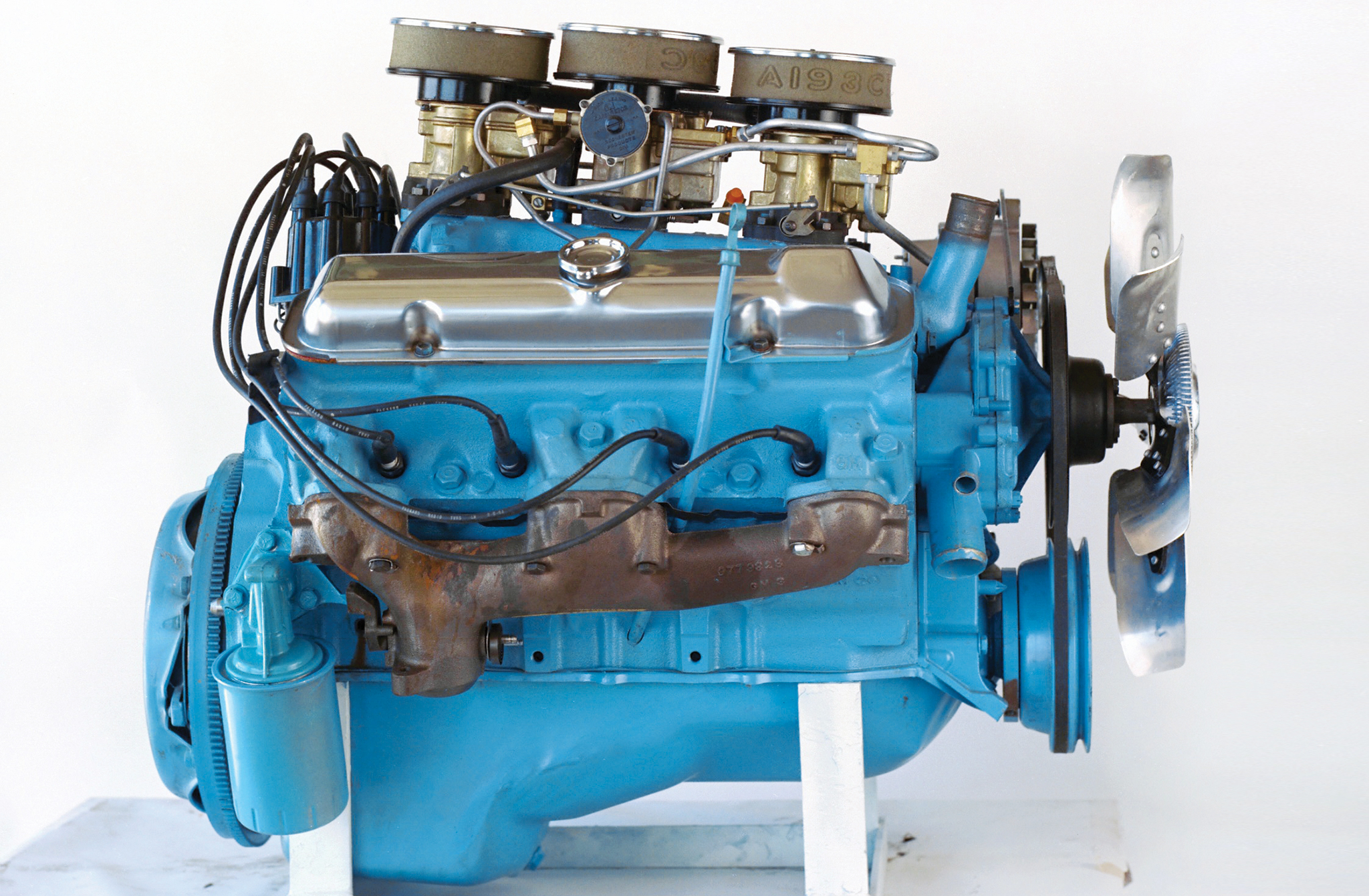 New cylinder heads and a camshaft upgrade in 1965 moved the top-dog 389 Tri-Power up to 360hp at 5,200 rpm, though torque dipped slightly, dropping to 424 lb-ft at 3,600 rpm.