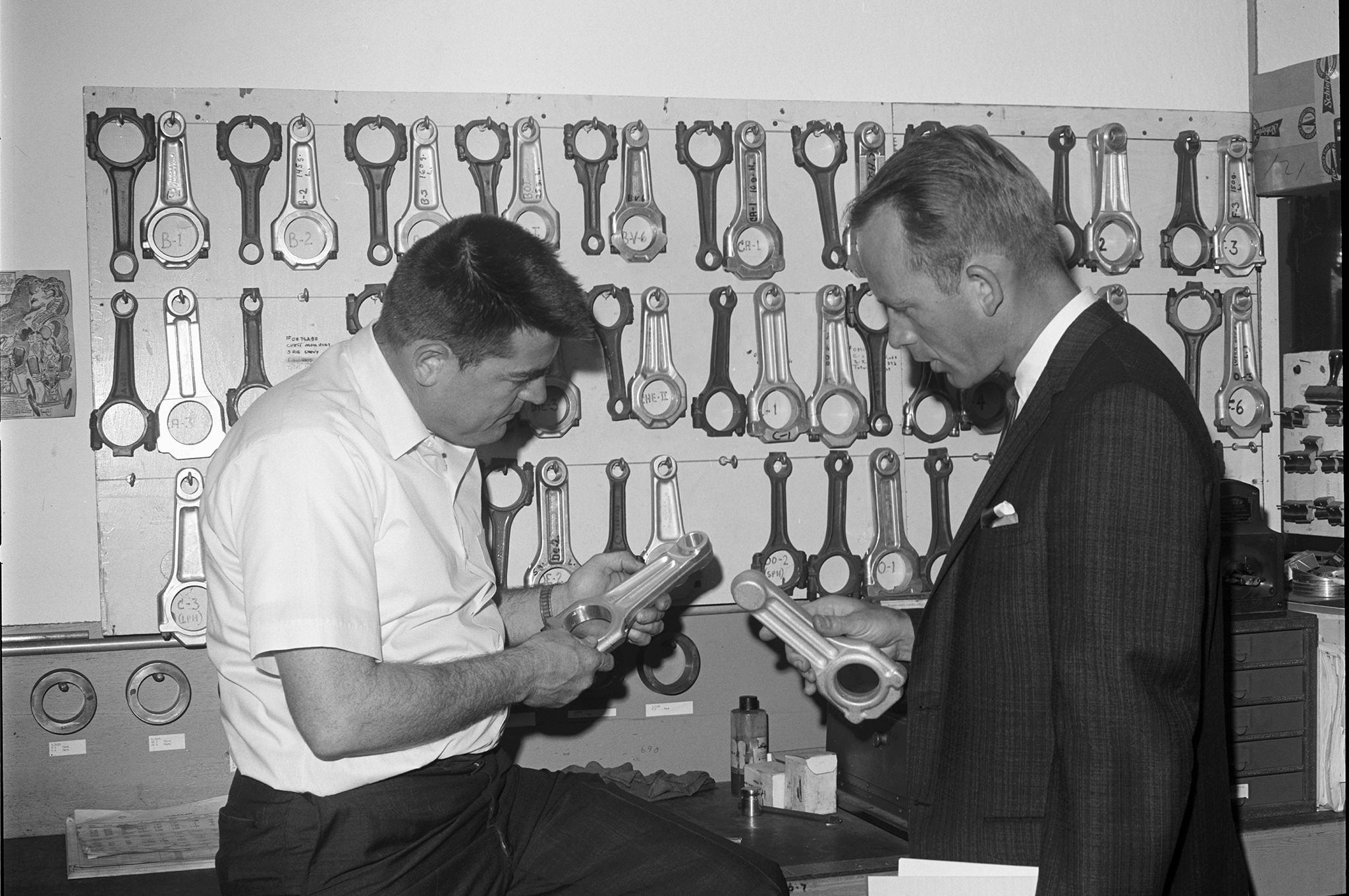 In June 1966, HRM's tech editor discussed connecting rods at Mickey Thompson Enterprises with M/T.