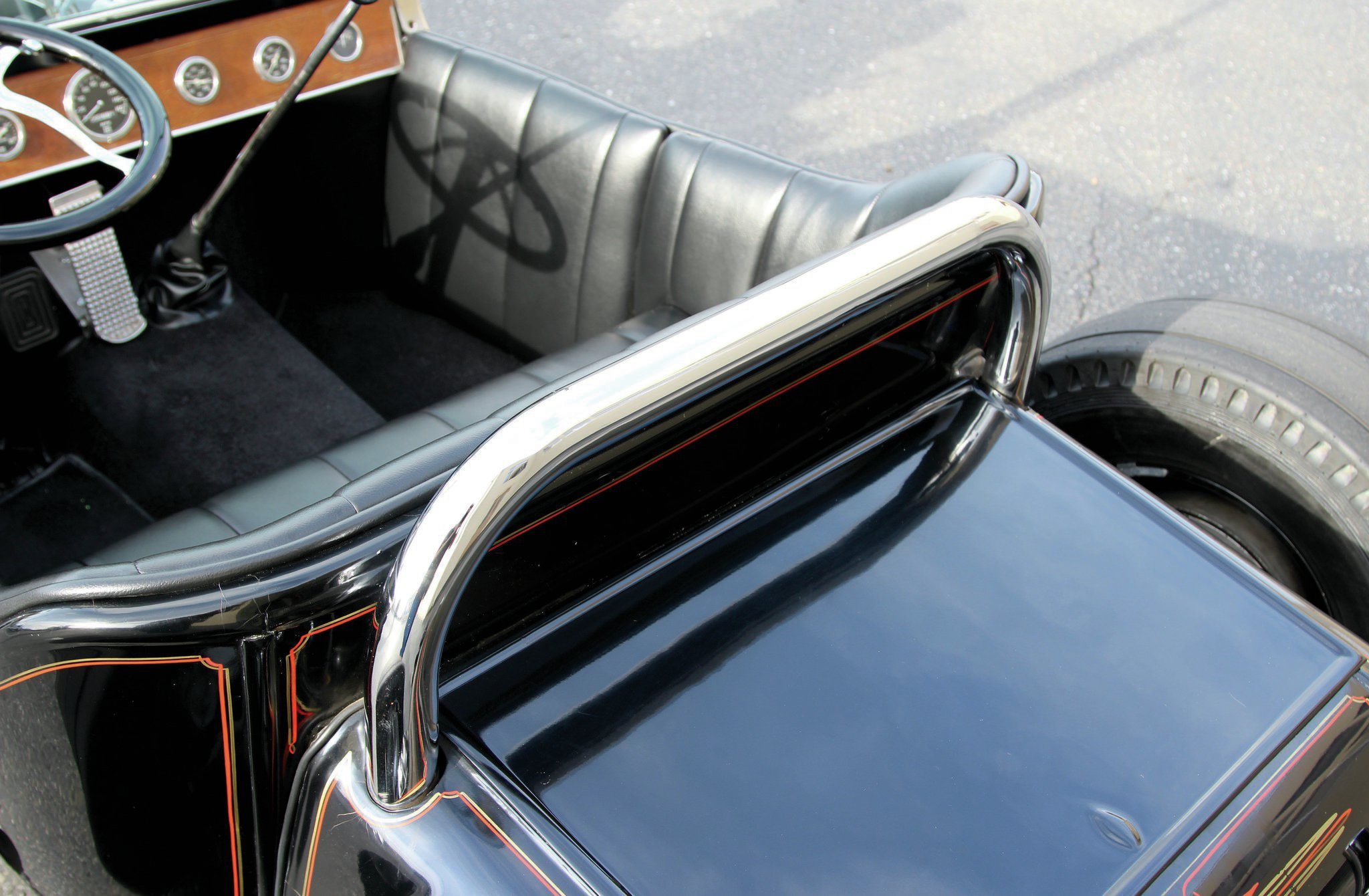 For racing the T had a much larger rollbar, which Marcus received with the car. This shorter roll bar was added by John after the T became a street car, to maintain the racing look of the car.